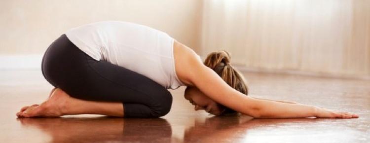 yoga kindhouding, rust en overgave